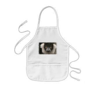 El delantal de los niños rizados del Lemur