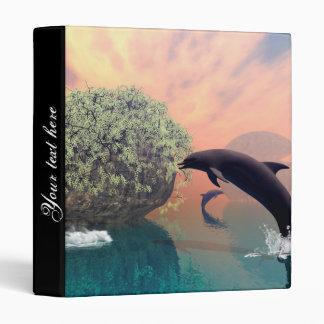 """El delfín que juega y de salto en una fantasía carpeta 1"""""""