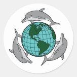 El delfín recicla pegatina redonda