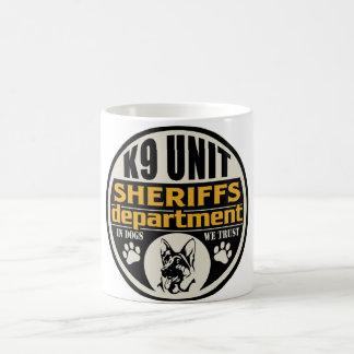 El departamento de sheriff de la unidad K9 Taza Básica Blanca