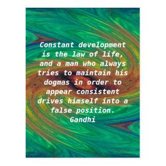 El desarrollo es la ley de la cita de la sabiduría tarjeta postal