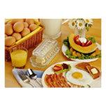 El desayuno del tocino, los huevos y la jarra de l anuncio personalizado