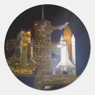 El descubrimiento del transbordador espacial en la pegatina redonda