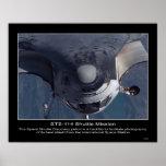 El descubrimiento del transbordador espacial reali poster
