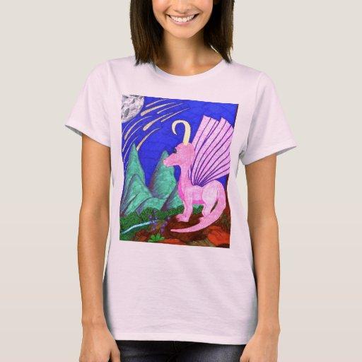 El desear en una camiseta del dragón de las