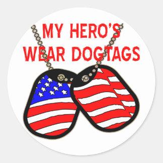 El desgaste Dogtags de mi héroe Pegatina Redonda