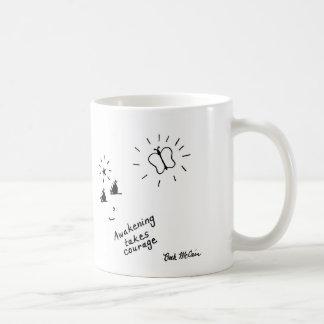 El despertar toma la taza del valor