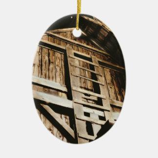 El desván adorno navideño ovalado de cerámica