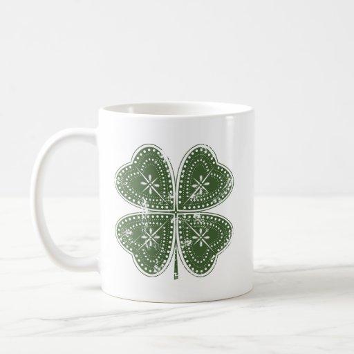 El día de cuatro de la hoja St Patrick del trébol Taza Básica Blanca