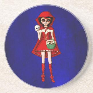 El día de la capa con capucha roja muerta posavaso para bebida
