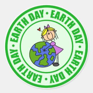 El Día de la Tierra embroma el regalo Etiquetas Redondas