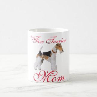 El día de madre del fox terrier del alambre taza