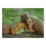 El día de madre feliz - ardillas de la mamá y del  felicitación
