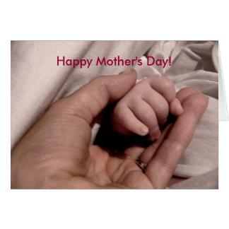 El día de madre feliz la primera vez a la mamá tarjeta de felicitación