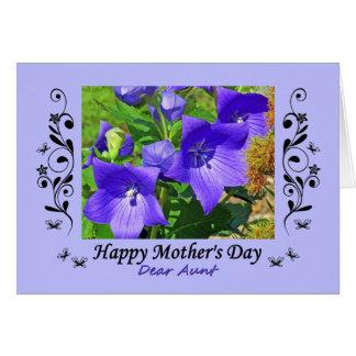 El día de madre, para la tía, flores púrpuras, tarjeta de felicitación