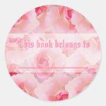 El día de madre rosado de los rosas pegatinas redondas