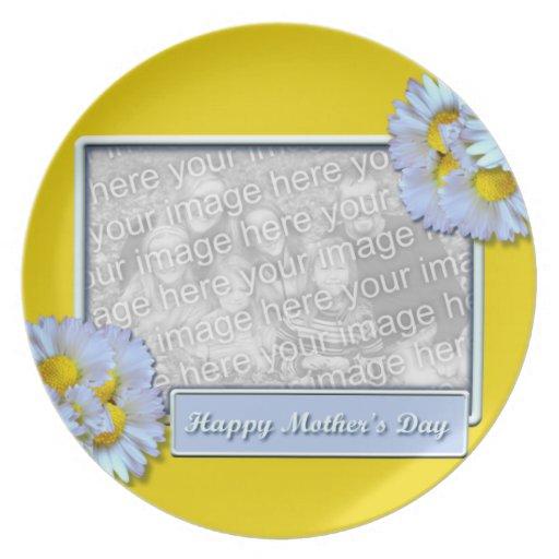 El día de madres AÑADE SUS margaritas azules de la Platos