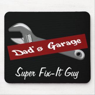 El día de padre de Sr. Fix It del garaje del papá  Alfombrillas De Raton