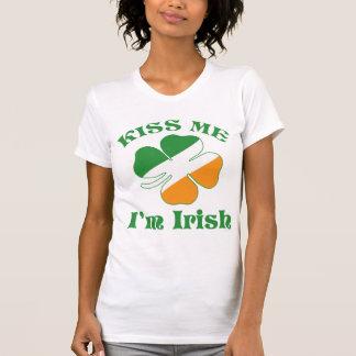 El día de Patricks del santo me besa camisa