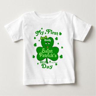 El día de primer St Patrick de la niña conocida de T Shirt