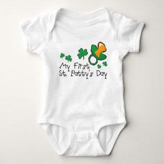 El día de primer St Patrick del bebé Body Para Bebé