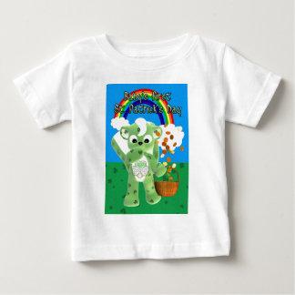 El día de primer St Patrick del bebé, con Cu del Camiseta