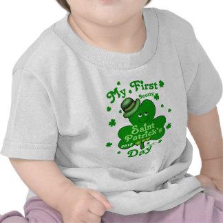 El día de primer St Patrick del bebé conocido de Camisetas