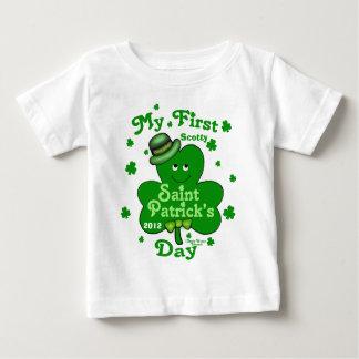 El día de primer St Patrick del bebé conocido de Remeras
