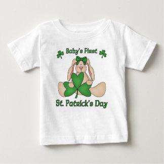 El día de primer St Patrick del bebé T Shirt
