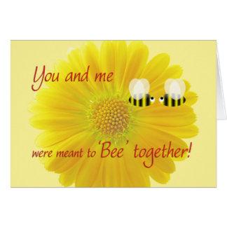 El día de San Valentín con abejas y una margarita  Tarjeta De Felicitación