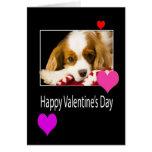 El día de San Valentín feliz con los corazones y l Tarjeton