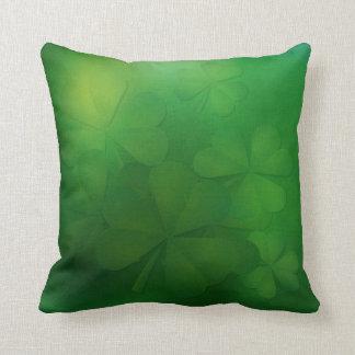 El día de St Patrick - almohada de los tréboles