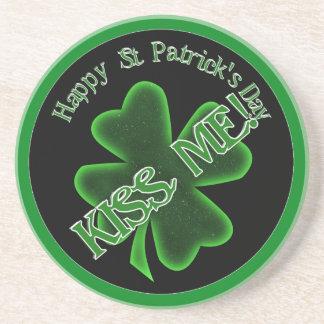 ¡El día de St Patrick - béseme! (inclinación) Posavaso Para Bebida