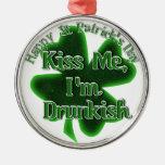 ¡El día de St Patrick - béseme, yo son Drunkish! Ornamento Para Reyes Magos
