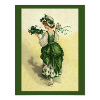 """El día de St Patrick del vintage, tréboles verdes Invitación 4.25"""" X 5.5"""""""