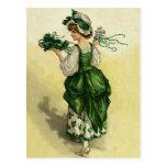 El día de St Patrick del vintage, tréboles verdes  Tarjetas Postales