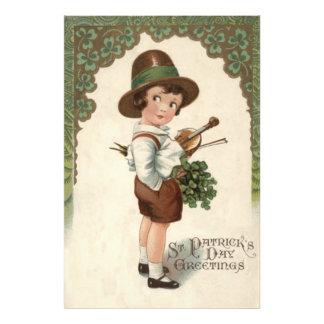 El día de St Patrick del violín del trébol del Arte Con Fotos