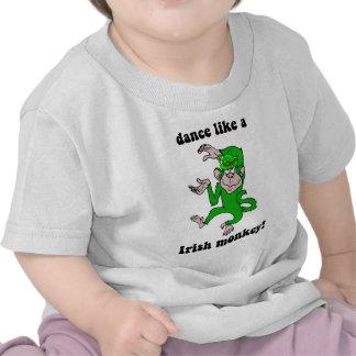 El día de St Patrick divertido del mono Camisetas
