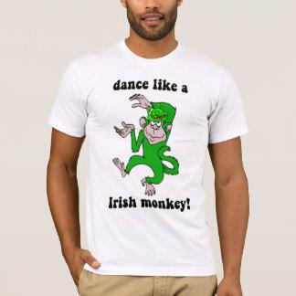 El día de St Patrick divertido del mono Playera