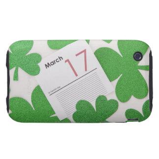 El día de St Patrick en una página del calendario iPhone 3 Tough Cárcasa