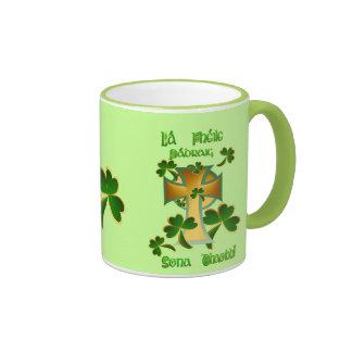 ¡El día de St Patrick feliz a usted! Taza De Dos Colores