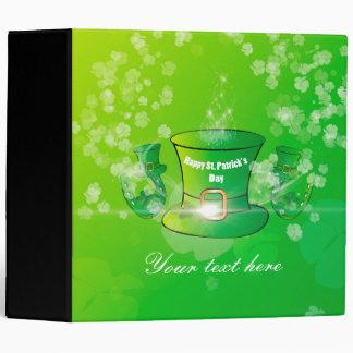 El día de St Patrick, gorra verde