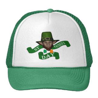 El día de St Patrick lindo divertido del leprechau Gorros Bordados