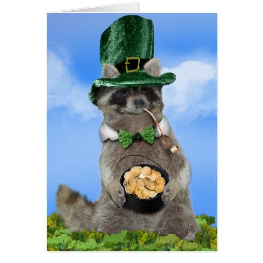 El día de St Patrick - mapache afortunado Tarjeton