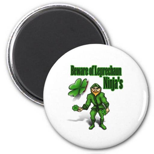 El día de St Patrick, ninja del leprechaun Imán Redondo 5 Cm