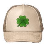El día de St Patrick, trébol de cuatro hojas Gorros