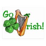 ¡El día de St Patrick - van los irlandeses! Tarjeta Postal