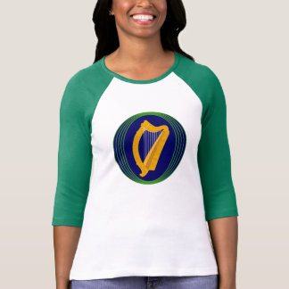 El día del escudo de armas de St Patrick irlandés Remeras