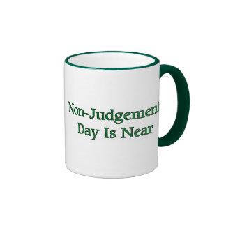 El día del No-Juicio está cerca Taza De Dos Colores
