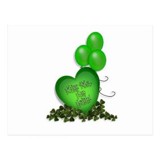 El día del St Patricks me besa los globos irlandes Tarjetas Postales